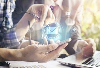 استفاده همزمان از اس ام اس و ایمیل برای دستیابی به اهداف بازاریابی